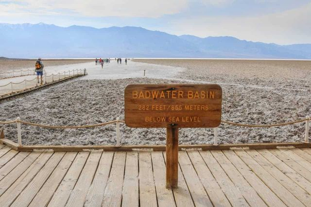 Badwater-Basin-in-Death-Valley-National-Park-California (1).jpg